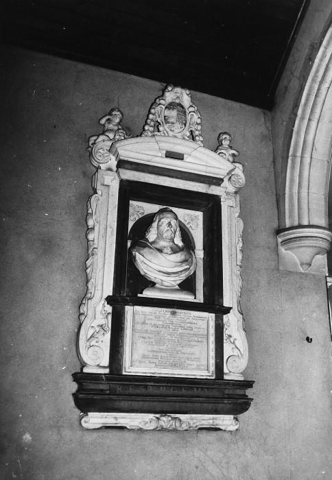 Monument to Doctor William Harvey